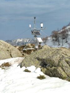 Eine Klimastation an einem der Gebirgsstandorte auf ca. 1600 m ü. NN. (Bild: Robert van Geldern)