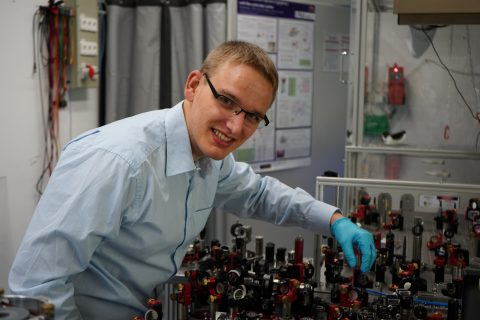 "Zum Artikel ""Physikstudent erhält Applied Photonics Award"""